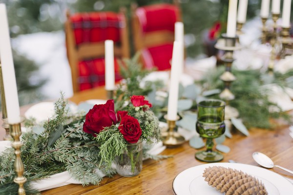 Red rose wedding table flowers
