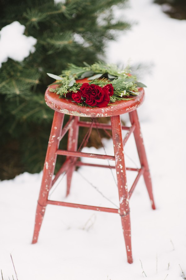 Rose and foliage crown on stool