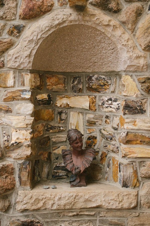 Head statue at Cherokee Castle