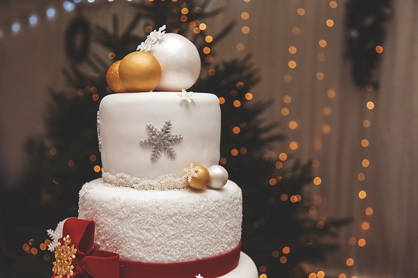 Christmas wedding cake decoration