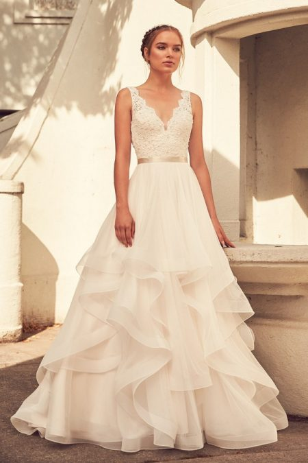 4798 Wedding Dress from the Paloma Blanca Spring 2018 Bridal Collection