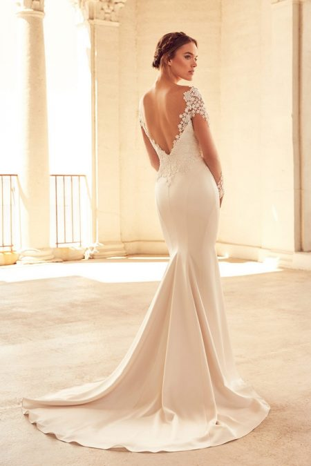 Back of 4799 Wedding Dress from the Paloma Blanca Spring 2018 Bridal Collection