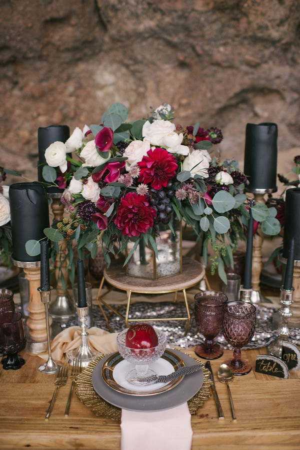 Wedding place setting with red, black and gold styling