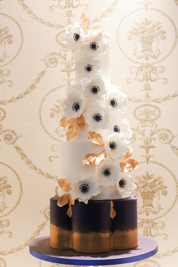 Wedding cake with white anemones