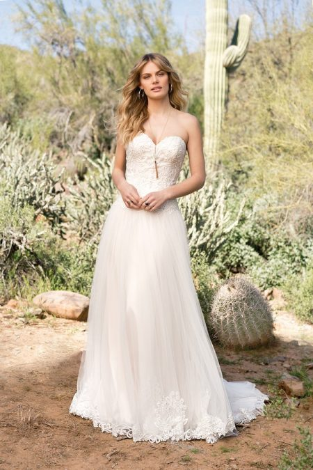 6526 Wedding Dress from the Lillian West Spring/Summer 2018 Bridal Collection