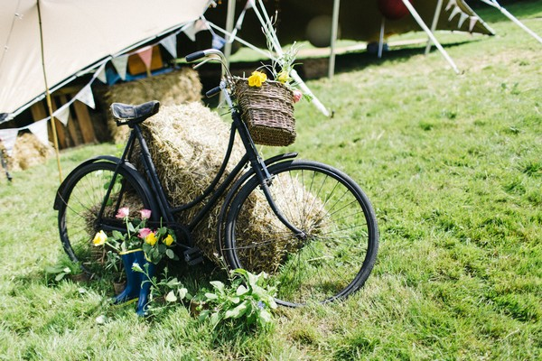 Vintage bicycle at wedding