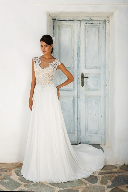 8942 Wedding Dress from the Justin Alexander Spring/Summer 2018 Bridal Collection