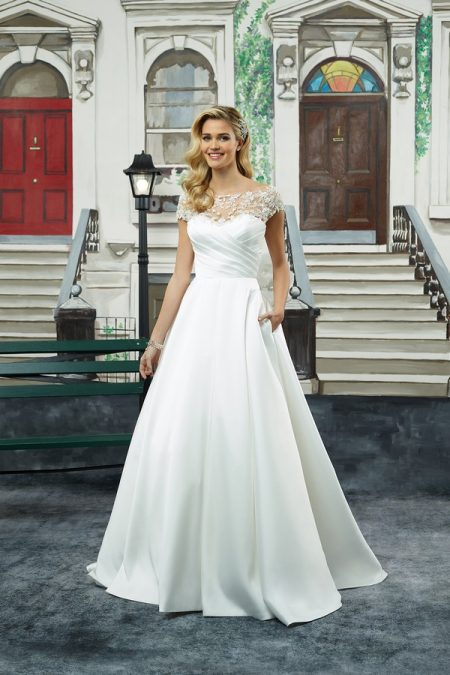 8943 Wedding Dress from the Justin Alexander Spring/Summer 2018 Bridal Collection