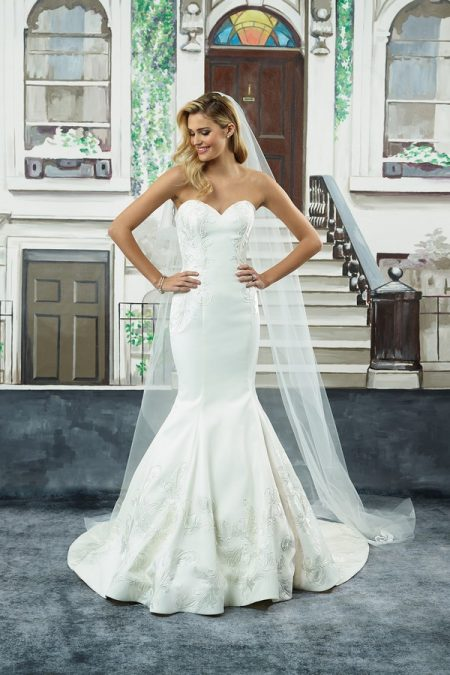 8945 Wedding Dress from the Justin Alexander Spring/Summer 2018 Bridal Collection