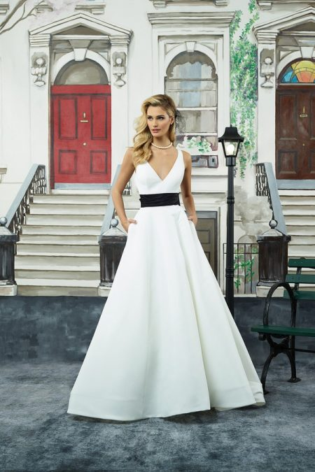 8946 Wedding Dress from the Justin Alexander Spring/Summer 2018 Bridal Collection