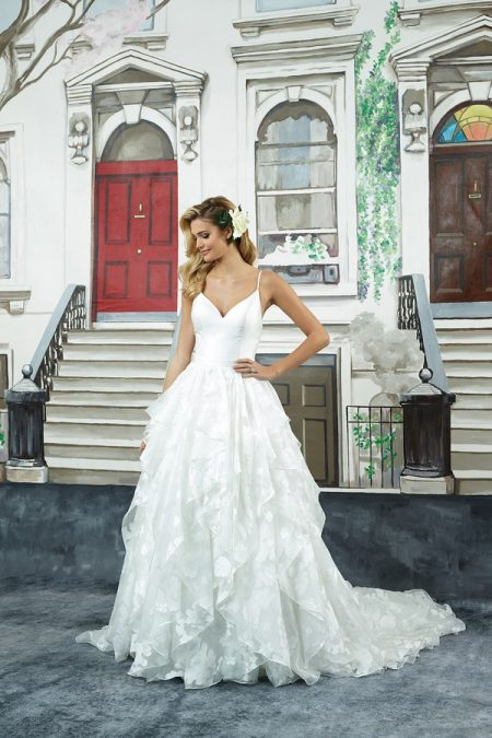 8948 Wedding Dress from the Justin Alexander Spring/Summer 2018 Bridal Collection