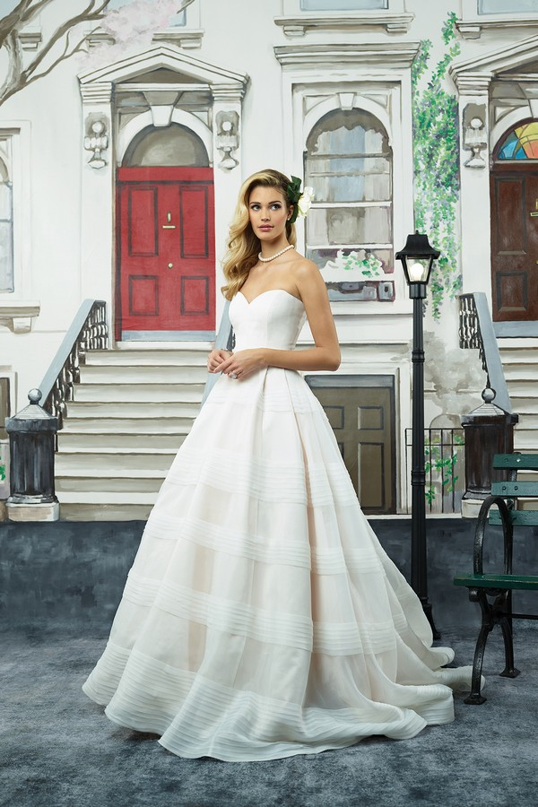 8949 Wedding Dress from the Justin Alexander Spring/Summer 2018 Bridal Collection
