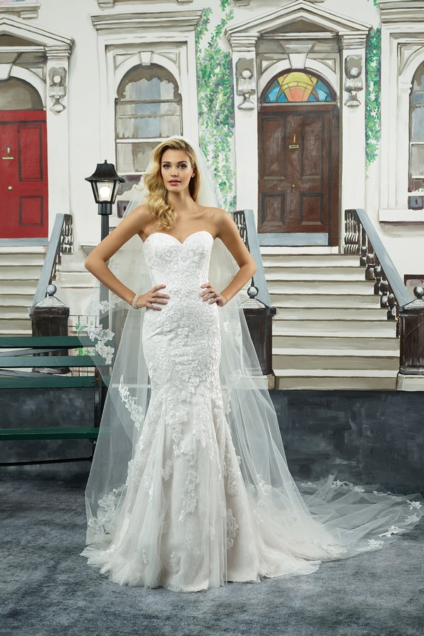 8950 Wedding Dress with Veil from the Justin Alexander Spring/Summer 2018 Bridal Collection