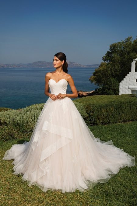 8951 Wedding Dress from the Justin Alexander Spring/Summer 2018 Bridal Collection