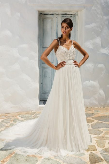 8956 Wedding Dress from the Justin Alexander Spring/Summer 2018 Bridal Collection