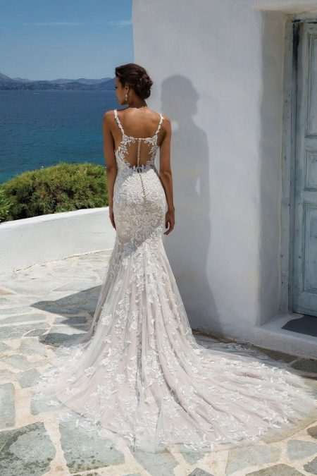 Back of 8960 Wedding Dress from the Justin Alexander Spring/Summer 2018 Bridal Collection