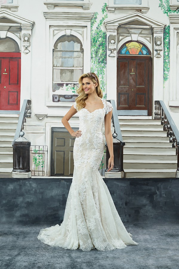 8962 Wedding Dress from the Justin Alexander Spring/Summer 2018 Bridal Collection