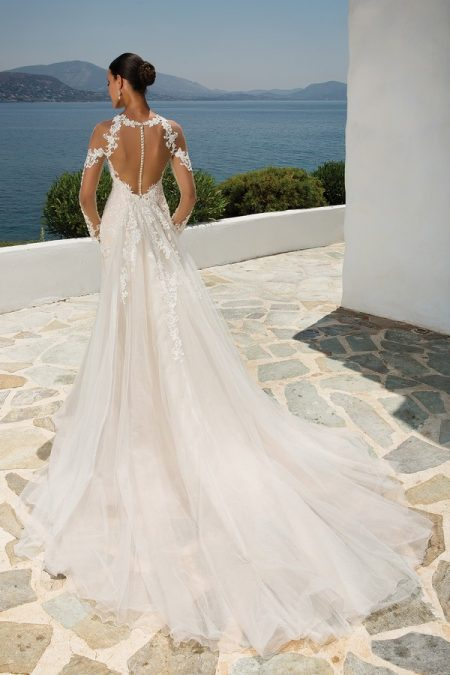Back of 8964 Wedding Dress with Train from the Justin Alexander Spring/Summer 2018 Bridal Collection