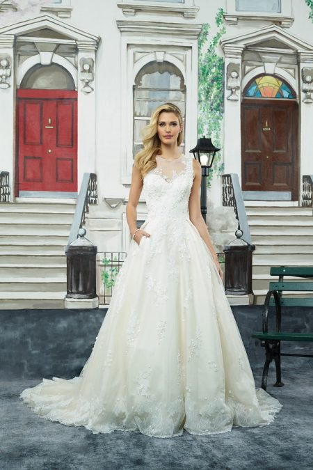 8965 Wedding Dress from the Justin Alexander Spring/Summer 2018 Bridal Collection