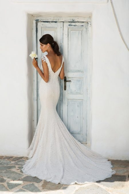 Back of 8966 Wedding Dress from the Justin Alexander Spring/Summer 2018 Bridal Collection