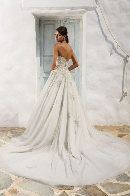 Back of 8969 Wedding Dress from the Justin Alexander Spring/Summer 2018 Bridal Collection