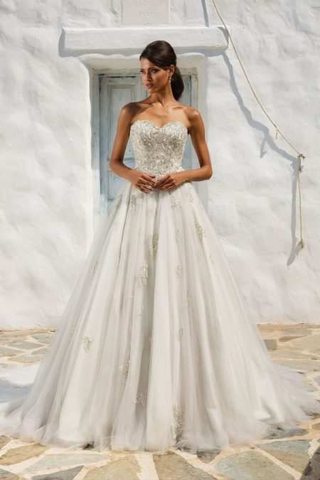8969 Wedding Dress from the Justin Alexander Spring/Summer 2018 Bridal Collection