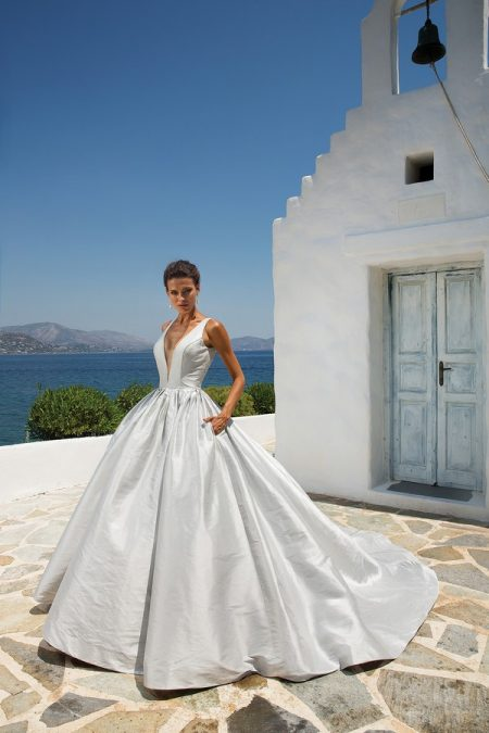 8970 Wedding Dress from the Justin Alexander Spring/Summer 2018 Bridal Collection