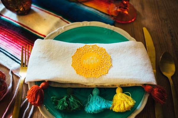 Napkin with colourful tassels