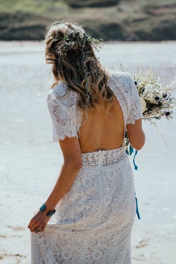 Open back of bride's wedding dress