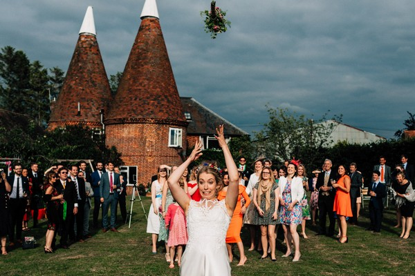 Bride throwing bouquet - Picture by Damion Mower Photography