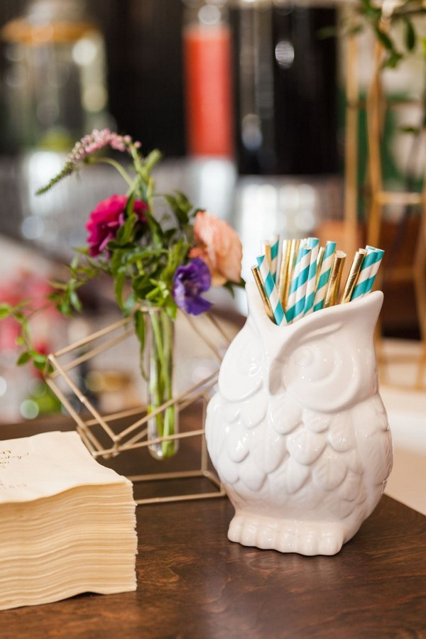 Owl vase of straws