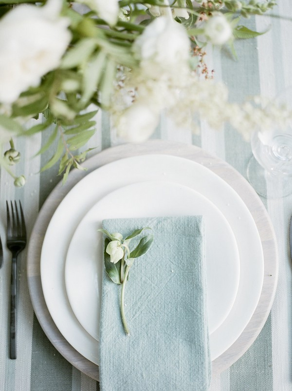 Napkin and flower on plate at wedding place setting