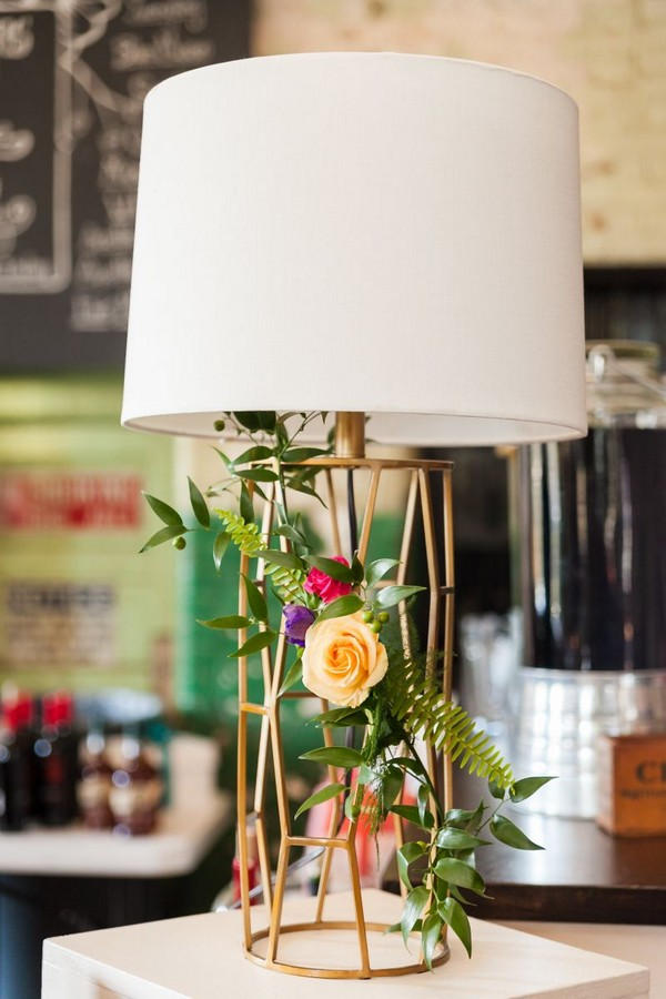 Geometric table lamp with flowers