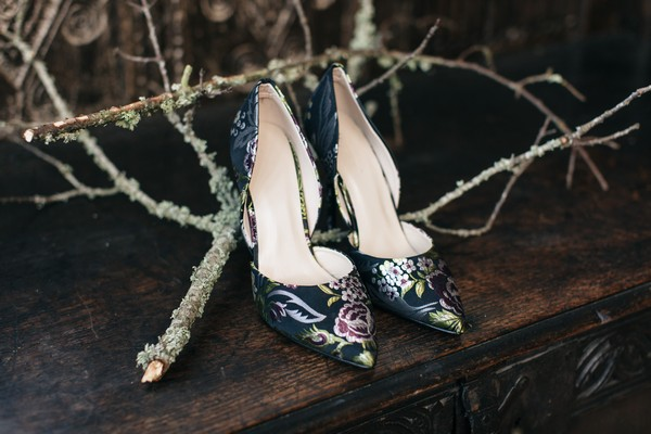 Dark blue bridal shoes with gold detail