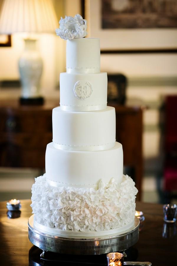 Elegant ivory wedding cake
