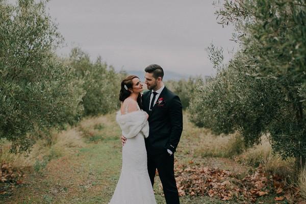 Bride and groom in Vondeling vineyard
