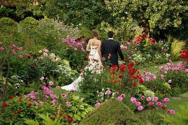 8 Beautiful Garden Wedding Venues