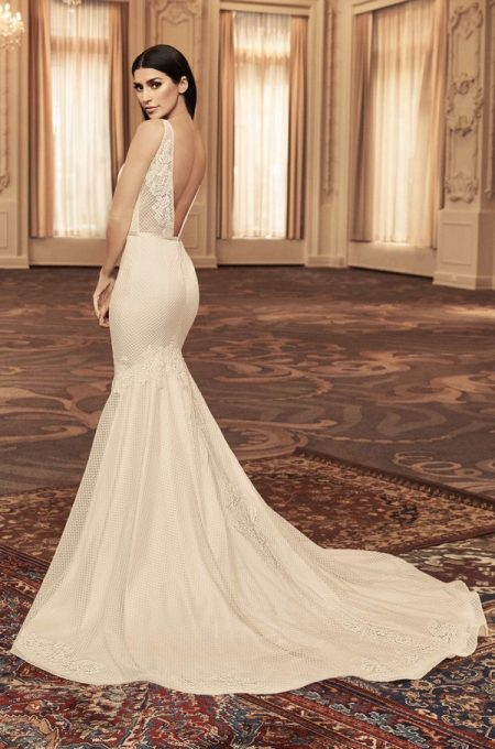 Back of 4806 Wedding Dress from the Paloma Blanca Fall/Winter 2018 Bridal Collection