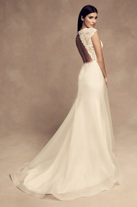 Back of 4810 Wedding Dress from the Paloma Blanca Fall/Winter 2018 Bridal Collection