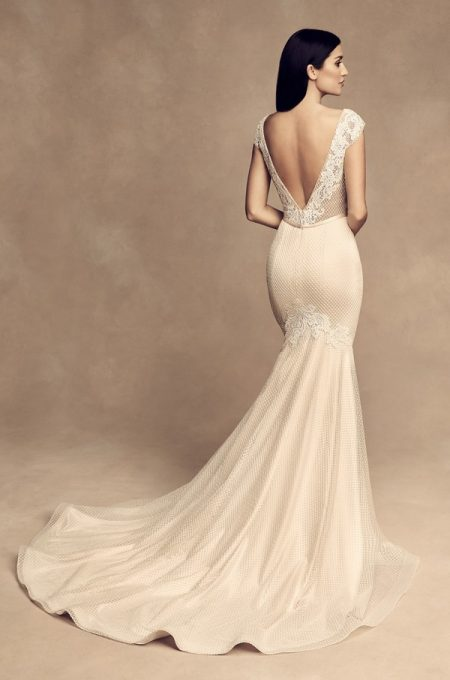 Back of 4813 Wedding Dress from the Paloma Blanca Fall/Winter 2018 Bridal Collection