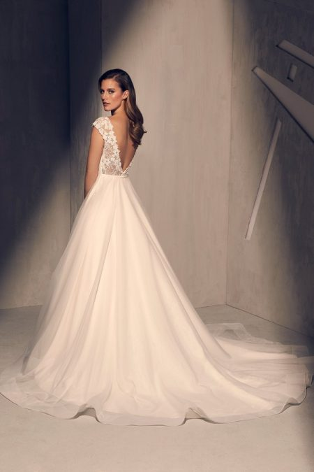 Back of 2212 Wedding Dress from the Mikaella Fall 2018 Bridal Collection
