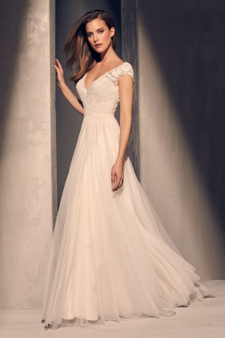 2216 Wedding Dress from the Mikaella Fall 2018 Bridal Collection