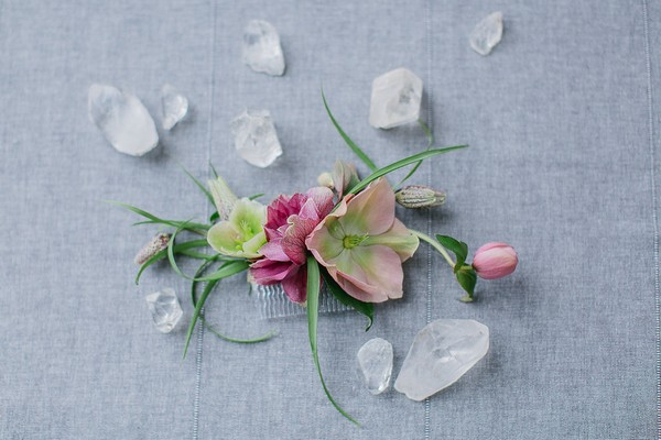 Wedding hair comb with flowers