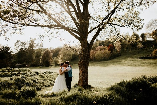 Bride and groom kissing under tree - Picture by Ryan Goold Photography