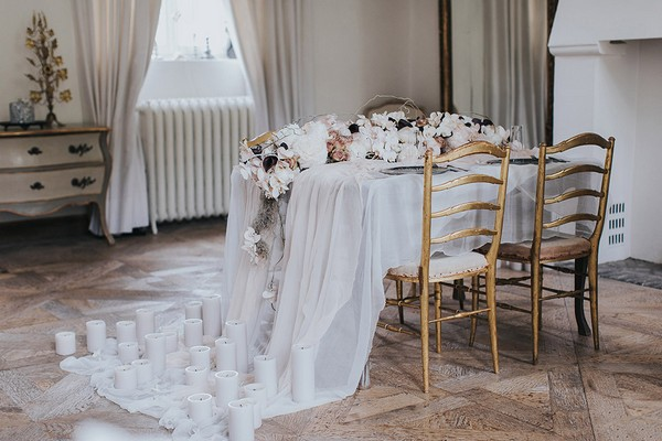 Wedding table with tulle tablecloth draped to floor