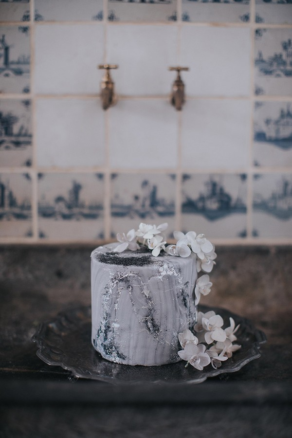 Celestial themed wedding cake