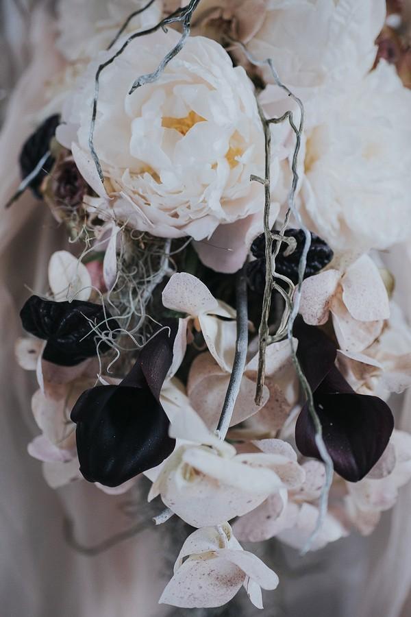 White and very dark red wedding flowers