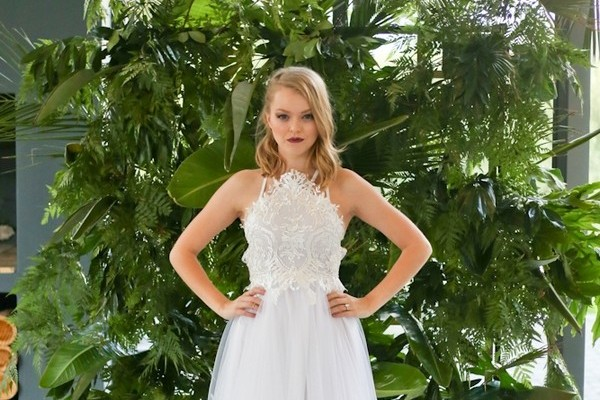 Using Tropical Foliage at Your Wedding