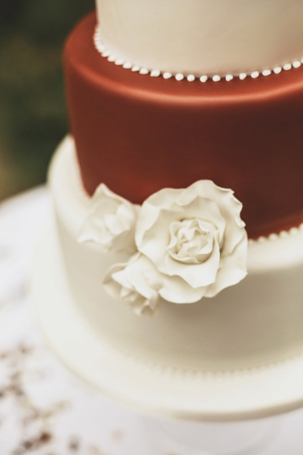 Sugar flower on ivory and copper wedding cake