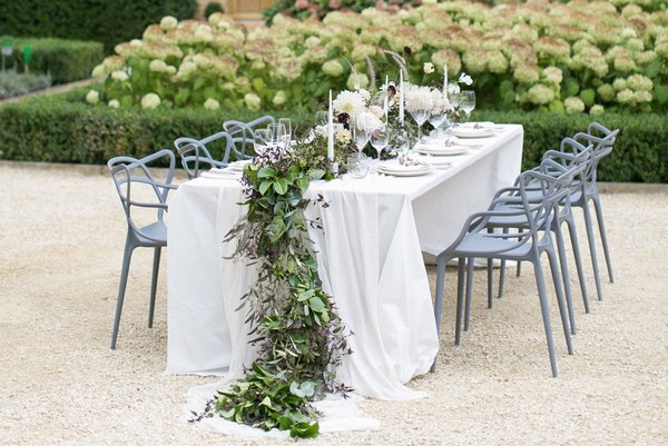 Trailing foliage table runner
